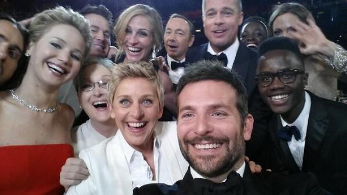 Perhelatan The 86th Academy awards, Minggu (2/3/2014) malam, diwarnai aksi selfie Ellen DeGeneres bersama sederet aktor dan aktris papan atas Hollywood