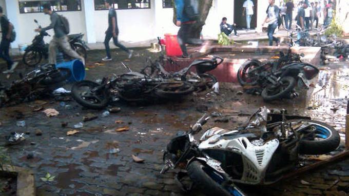 Orangtua 14 Korban Tawuran Unsrat Kumpul di RS Kandou