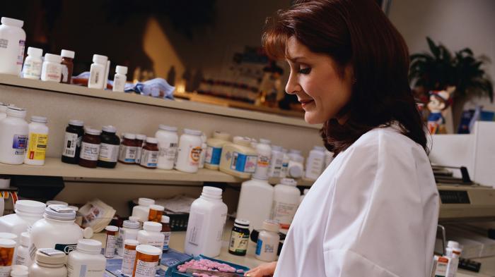 Apoteker Masih Dianggap Bukan Pengelola Obat