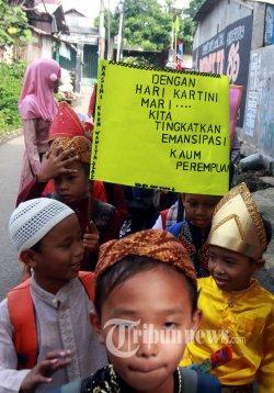 Menjadi Perempuan Indonesia dan Emansipasi Setengah Hati