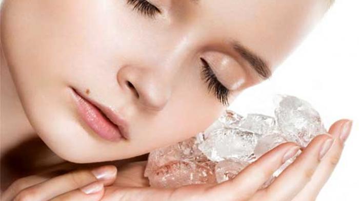 Setelah Olahraga, Lembabkan dan Kencangkan Kulit Wajah dengan Es Batu