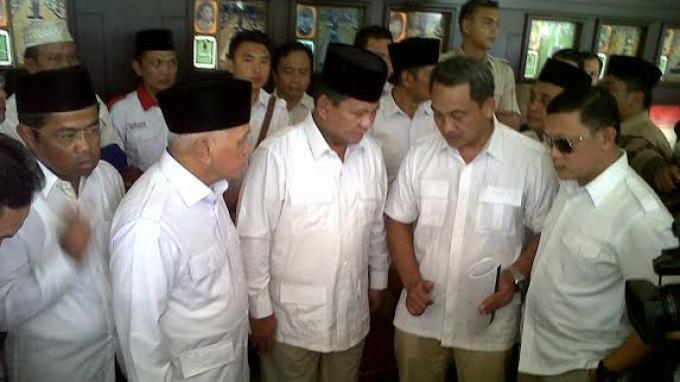 Hatta Rajasa Mulai Ikuti Gaya Busana Prabowo