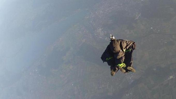 Atlet Wingsuit Tewas di Dasar Jurang Gunung Tianmen Setelah Gagal Terbang