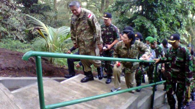SBY dan Ibu Ani Bernostalgia ke Gunung Tidar