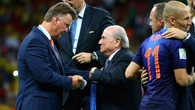 Resmi: Belanda Tunjuk Van Gaal Gantikan Frank de Boer, Tantangan Piala Dunia Menanti