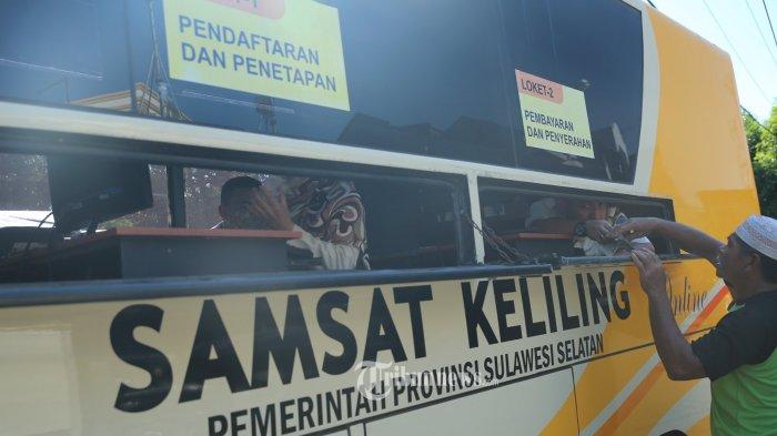 Kantor Samsat Alun-Alun Malang  Diserbu Warga