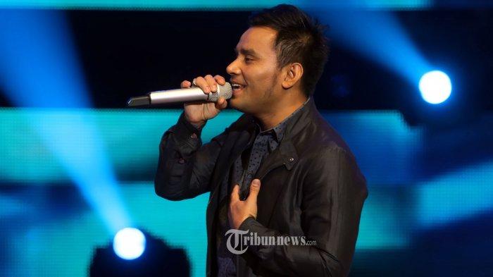 Biasa Nyanyi Dengan Nada Suara Melengking Tinggi Di Lagu