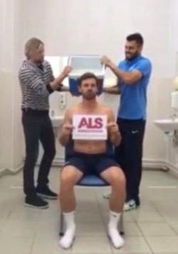 Andre Villas-Boas Tantang Roman Abramovich dan Daniel Levy di Ice Bucket Challenge