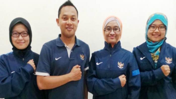 Tim Sport Nutrisionist Timnas U-19, Mirza Hapsari Titis Penggalih, Nadia Hanun Narruti, dan Diana Pratiwi, serta dokter Timnas U-19, Alfan Nur Asyhar.