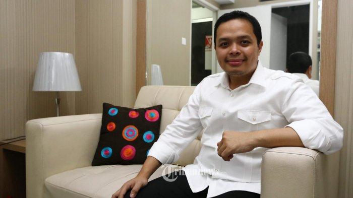 Anggota DPRD DKI Jakarta terpilih Wahyu Dewanto dari Partai Hanura, saat ditemui di Kawasan  Jakarta Timur, Rabu (10/9/2014) malam.  Warta Kota/angga bhagya nugraha