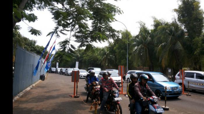 Libur Minggu, Antrean Masuk Indonesia International Motor Show Mengular Hampir Sekilometer!