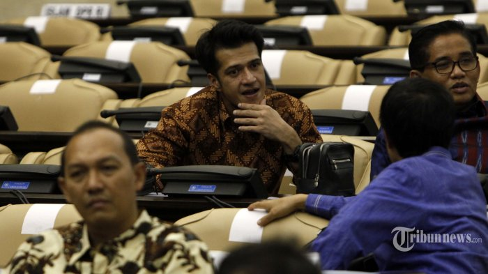 Anggota DPR RI 2014-2019 dari partai PAN, Primus Yustisio ketika mengikuti gladi bersih yang digelar di ruang rapat paripurna I gedung DPR RI, Jakarta, Selasa (30/9/2014).
