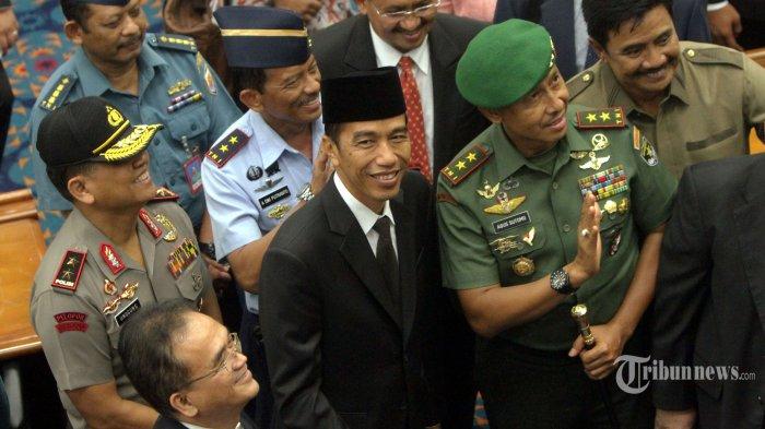 Pengamat: Jokowi Harus Lentur Tentukan Menteri dari Parpol