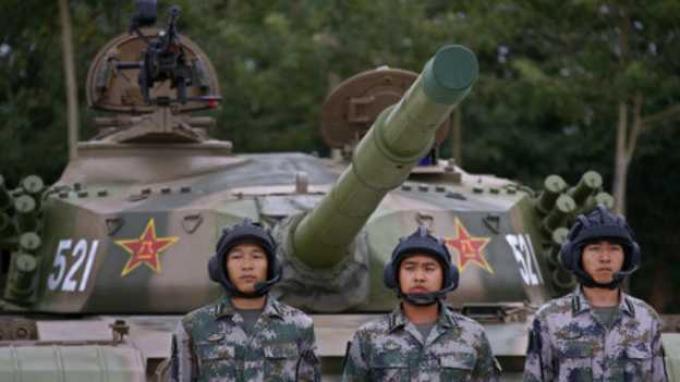 Militer China mengerahkan 1.226 serdadu saat radar mendeteksi keberadaan pesawat tak dikenal di dekat Bandara Beijing.
