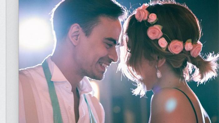 BCL berdansa mesra dengan Ashraf Sinclair saat menghadiri sebuah pesta pernikahan.