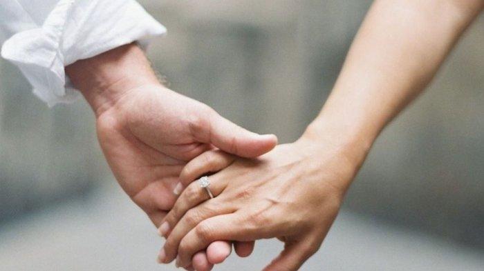 Caramu Bergandengan dengan Pasangan Ternyata Ada Maknanya, Yuk Cari Tahu!