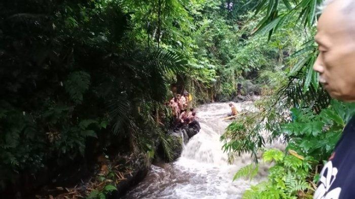 Tangis Histeris Orang Tua Siswa SMP 1 Turi yang Hanyut Saat Susur Sungai di Yogyakarta