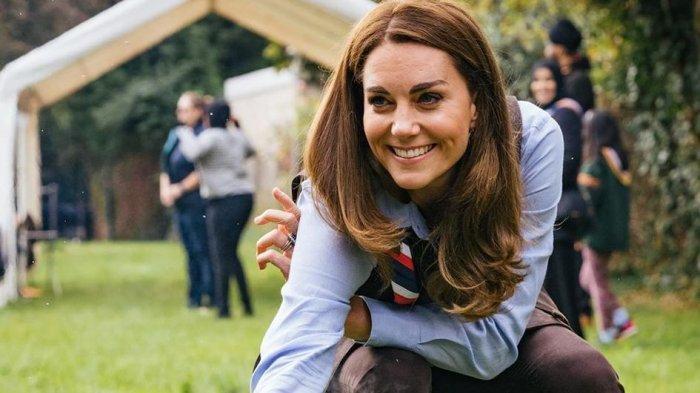 Simpel Tapi Memesona, Intip Penampilan Kate Middleton Saat Terima Vaksin Covid-19
