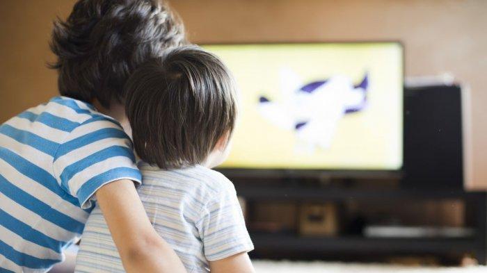 Ternyata Ini Jarak Aman untuk Anak-anak Saat Menonton Televisi