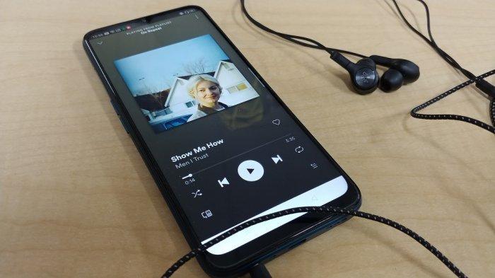 Mendengarkan musik semakin asyik berkat teknologi Dolby Atmos.