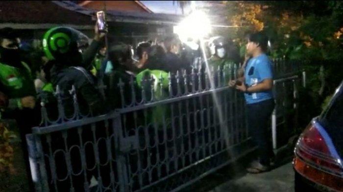 FAKTA Ojol Ditendang sampai Jatuh: Berselisih di Jalan, 500 Rekan Seprofesi Datangi Rumah Pelaku