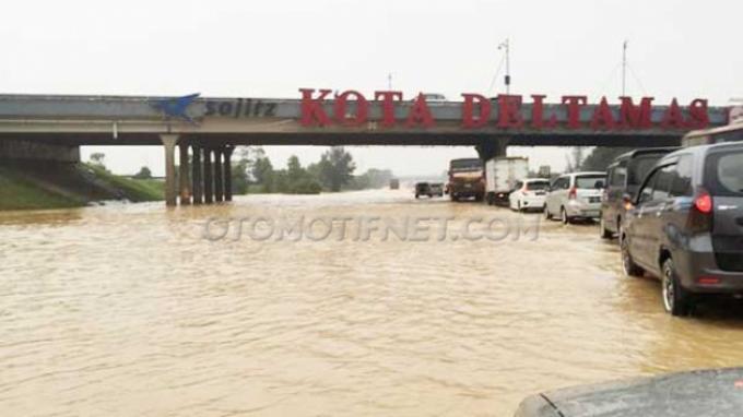 Tag: Mobil Mogok Banjir - YLKI Nilai Jasa Marga Wajib ...
