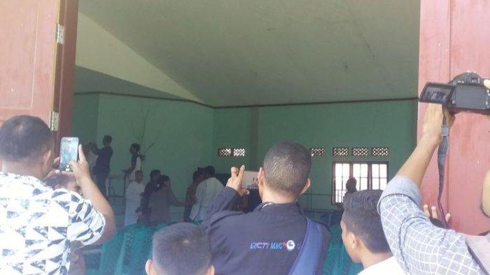 Suasana setelah rapat bersama orang tua siswa dan pihak sekolah di aula Seminari Bunda Segala Bangsa (BSB) Maumere, Kabupaten Sikka, NTT, Selasa (25/2020).