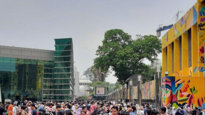 Warga Jakarta Antusias Melihat Gerhana Matahari Cincin di Planetarium