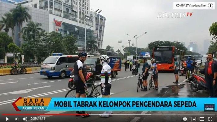 Tangkap Layar YouTube KompasTV 7 Pengendara Sepeda, Diseruduk Avanza di Jalan Sudirman