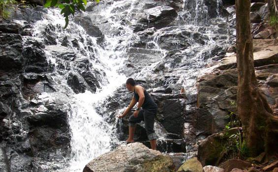 Menikmati Segarnya Air Terjun Tahura