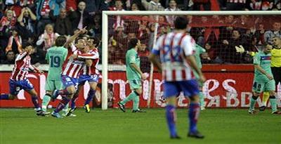 Baru Dua Menit, Sporting Gijon Samakan Kedudukan 1-1 dengan Barcelona
