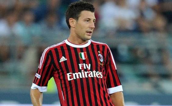 Bonera Tak Mau Terbuang dari AC Milan