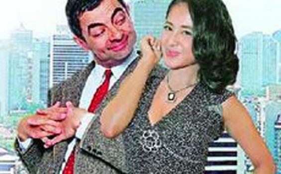 Dewi Perssik Ngotot Rowan Atkinson Main Dalam Film Barunya