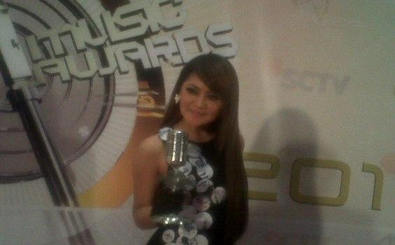 Indah Dewi Pertiwi Syok Raih Penghargaan SCTV Music Award