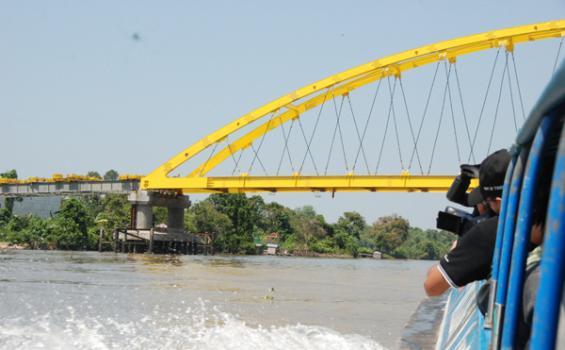 Jembatan Pawan Lima Terbengkalai