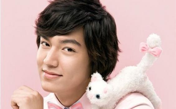 Pamerkan Hadiah Ulang Tahun dari Fans yang Seabrek di Rumahnya, Lee Min Ho Malah Tuai Cibiran