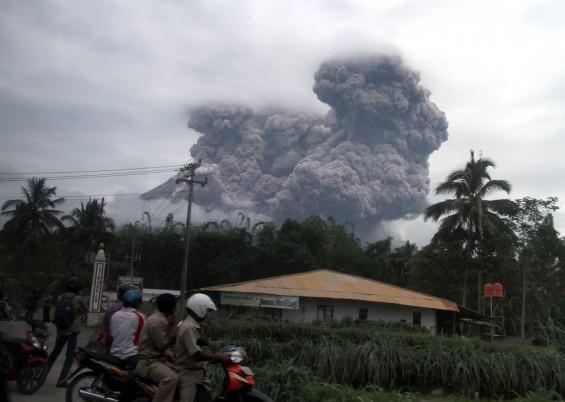 Bahaya Awan Menyerupai Semar Di Atas Gunung Merapi