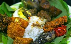 Sahur Prasmanan di Sega Jamblang Mang Dul Cirebon