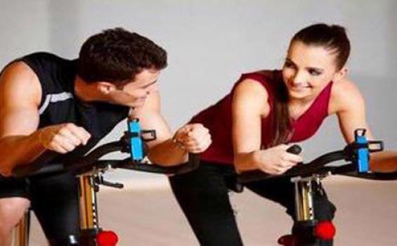 Hindari olahraga dengan kelelahan yang berlebihan agar tak memicu terbentuknya radikal bebas yang berbahaya bagi tubuh.