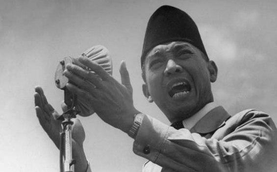 BAPAK BANGSA - Presiden Pertama Republik Indonesia, Ir Soekarno. Berkat buah pikirannya, lahir Pancasila yang menjadi dasar negara Indonesia.