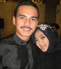 Rina Gunawan dan teddy Syah, pasangan suami istri selebriti