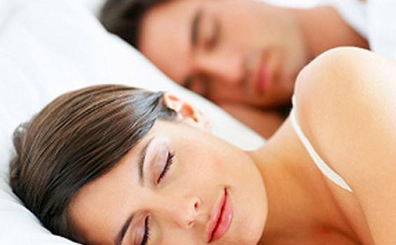 Ingin Panjang Umur? Yuk Tidur Pulas Bareng Pasangan