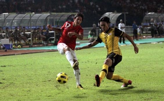 Timnas Indonesia mencukur Malaysia 5-1, dalam partai pembuka Piala AFF, di Stadion Utama Gelora Bung Karno, Rabu (1/12/2010). Dua pemain naturalisasi, Christian Gonzales dan Irfan Bachdim, masing-masing mencetak satu gol dalam debutnya.
