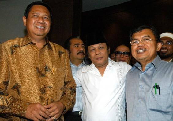 KH Zainuddin MZ bersama Presiden Susilo Bambang Yudhoyono dan Wapres Jusuf Kalla, Agustus 2005
