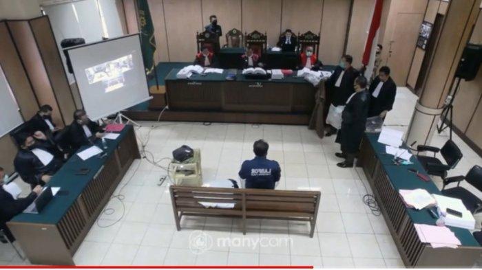 A. Dahlan memberikan keterangan sebagai saksi di sidang perkara penganiayaan yang dialami Novel Baswedan. Sidang digelar di ruang sidang PN Jakarta Utara, pada Selasa (26/5/2020). Sidang disiarkan secara langsung melalui aplikasi Youtube.