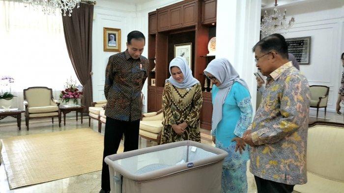 Presiden Jokowi Tengok Cucu Wapres JK