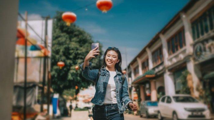 Bebas Bergerak, Intip yuk Inspirasi Outfit Pakai Celana Jeans untuk Berbagai Kegiatan
