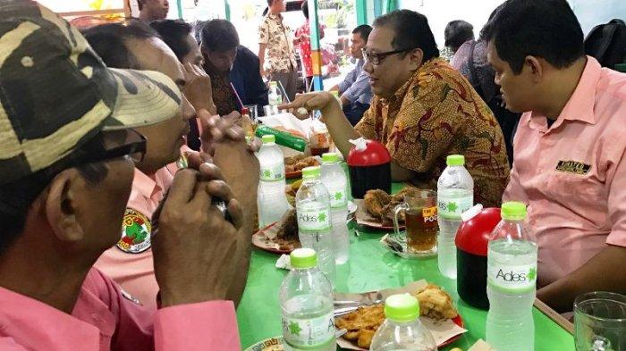 Menkop UKM Minta Pengusaha Warteg Buka Cabang di Malaysia
