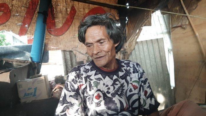 Abah Bodong Sebatang Kara Tinggal di Gubuk dari Spanduk Bekas, Bertahan Hidup dari Bantuan