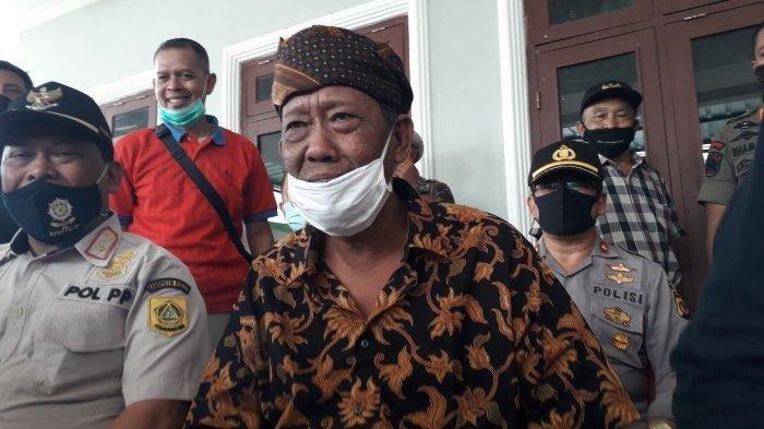 Pengundang Rhoma Irama di acara sunatan anaknya di Pamijahan, Kabupaten Bogor, Abah Surya Atmaja.